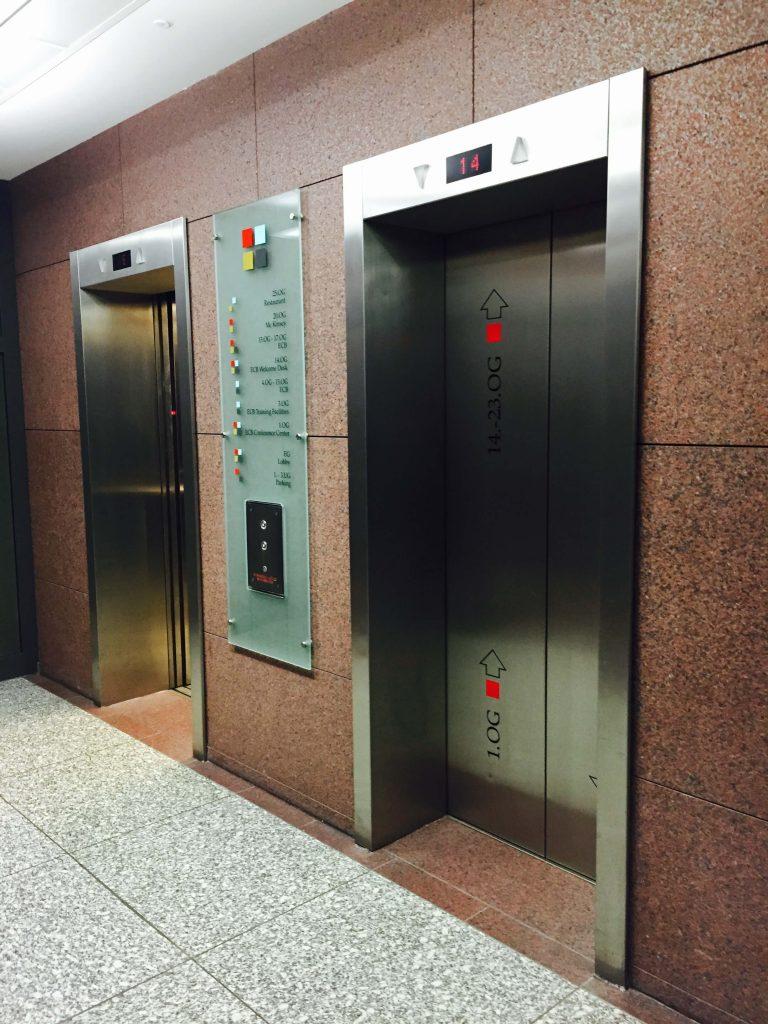 Bedrucktes Glaspanel, Aufzug, ECB