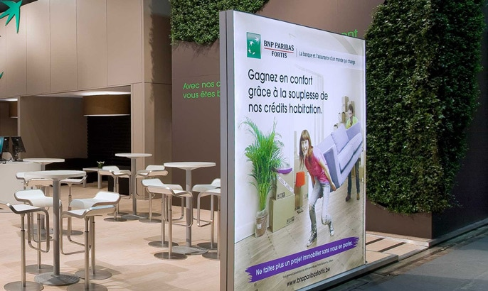 Backlit Stoff für BNP Paribas Werbung in einem freistehenden Aluminiumrahmen