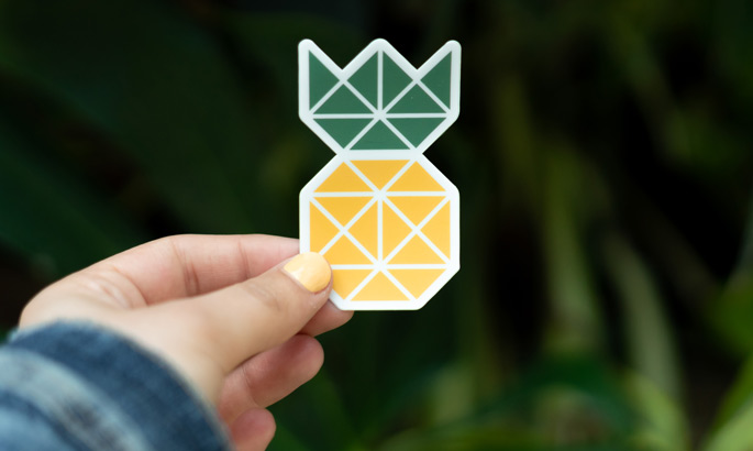 Bedruckte Aufkleberfolie in Form einer geometrischen Ananas