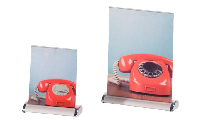 2 kleine Mini Roll-Up Tischdisplays mit Motiv, das ein altes rotes Telefon zeigt